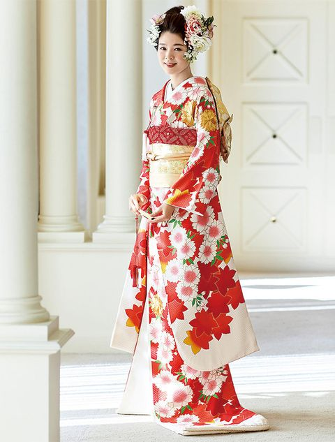 Clothing, Fashion model, Dress, Shoulder, Fashion, Costume, Tradition, Formal wear, Gown, Joint,