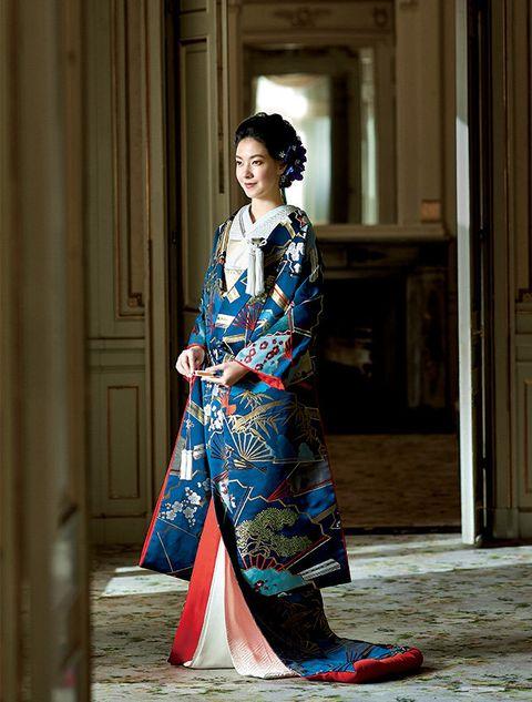 Clothing, Street fashion, Kimono, Costume, Fashion, Hairstyle, Textile, Dress, Outerwear, Fashion design,