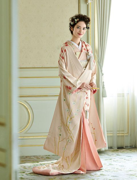 Clothing, Pink, Dress, Fashion model, Fashion, Gown, Peach, Costume, Fashion design, Sleeve,