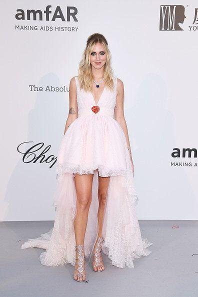 Clothing, Dress, Fashion model, Fashion, Gown, Shoulder, Cocktail dress, Beauty, Leg, A-line,