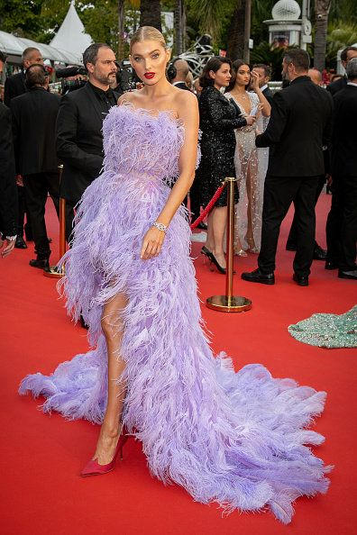 Red carpet, Carpet, Dress, Gown, Flooring, Shoulder, Clothing, Premiere, Fashion, Haute couture,