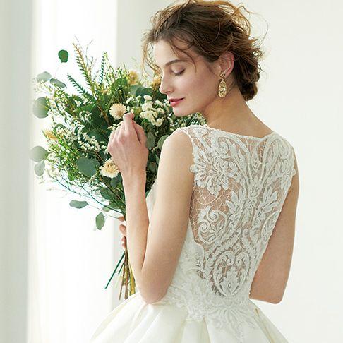 Clothing, Dress, Gown, Shoulder, Wedding dress, A-line, Joint, Bridal clothing, Bride, Neck,