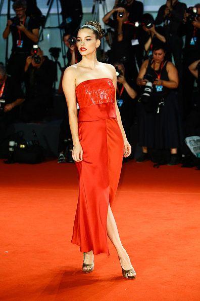 Fashion model, Red carpet, Dress, Clothing, Carpet, Fashion, Shoulder, Red, Flooring, Beauty,