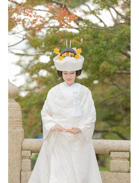 White, Kannushi, Costume, Dress, Headgear, Outerwear, Robe, Tradition, Headpiece, Uniform,