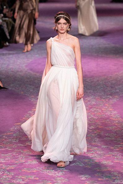 Fashion model, Fashion, Fashion show, Haute couture, Clothing, Dress, Gown, Runway, Shoulder, Event,