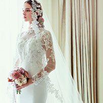 Clothing, Sleeve, Bridal clothing, Shoulder, Textile, Photograph, Dress, Wedding dress, Bridal accessory, Bride,