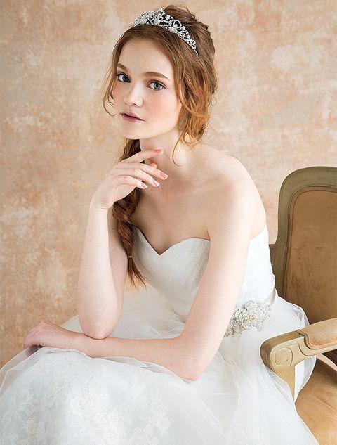 Headpiece, Hair, Hair accessory, Bridal accessory, Clothing, Bride, Wedding dress, Dress, Bridal clothing, Hairstyle,