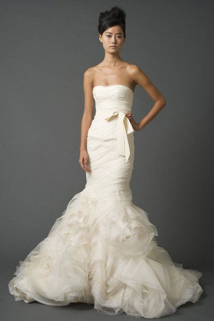 Clothing, Hairstyle, Sleeve, Dress, Shoulder, Bridal clothing, Textile, Joint, White, Gown,