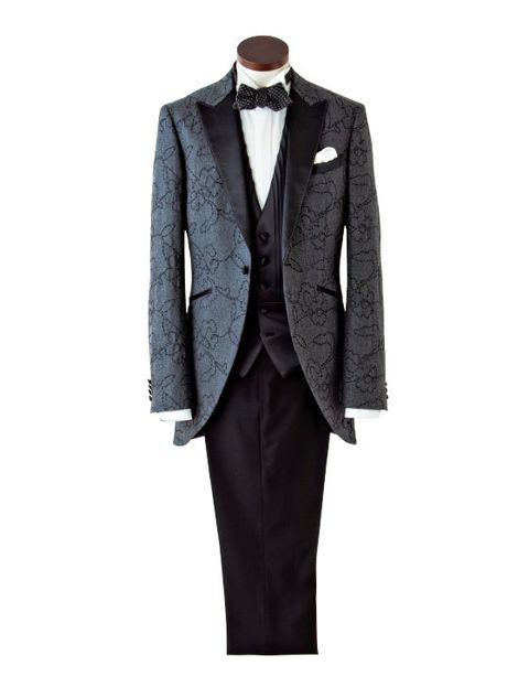 Clothing, Suit, Formal wear, Tuxedo, Outerwear, Blazer, Jacket, Coat, Button, Collar,
