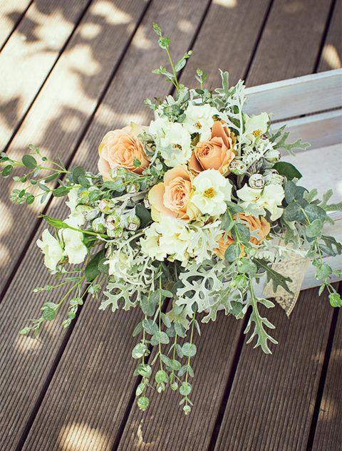 Petal, Bouquet, Wood, Flower, Floristry, Rose family, Cut flowers, Flower Arranging, Flowering plant, Rose order,