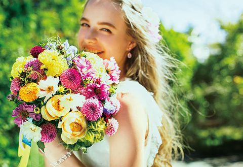 Human, Petal, Bouquet, Flower, Happy, People in nature, Earrings, Cut flowers, Summer, Floristry,