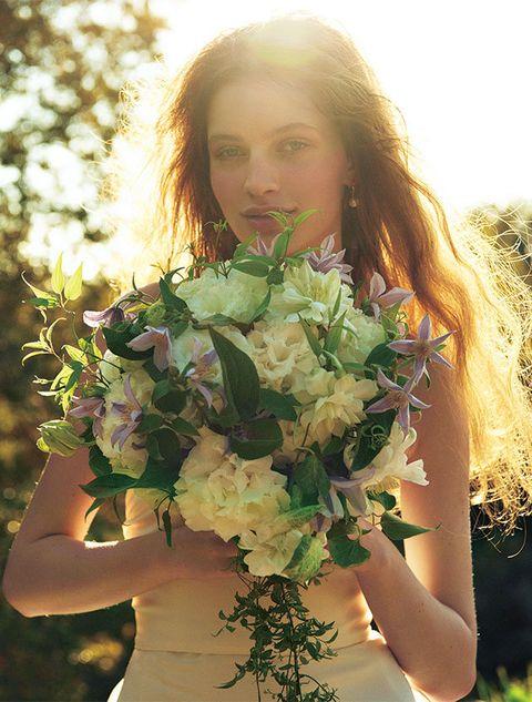 Petal, Flower, People in nature, Bouquet, Sunlight, Beauty, Cut flowers, Flowering plant, Brown hair, Blond,