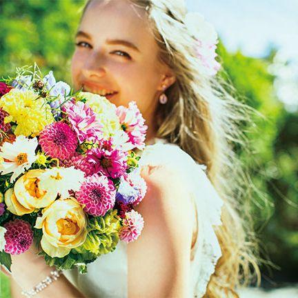 Human, Petal, Bouquet, Flower, Happy, People in nature, Cut flowers, Floristry, Earrings, Summer,