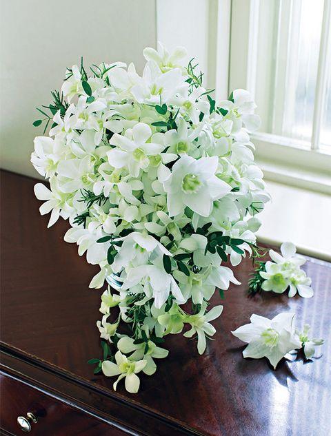 Flower, Flowering plant, White, Bouquet, Plant, Cut flowers, Floristry, Flower Arranging, Floral design, Artificial flower,