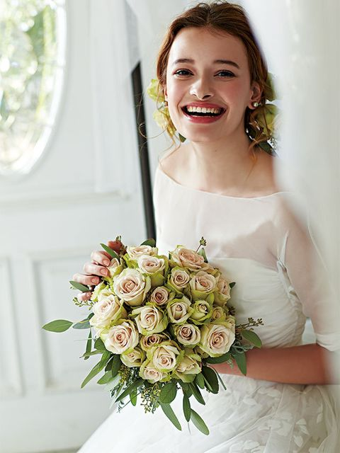 Petal, Bouquet, Eye, Shoulder, Bridal clothing, Dress, Flower, Photograph, White, Bride,