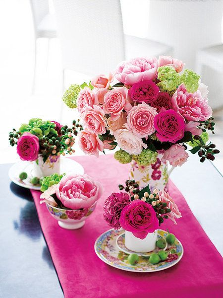 Petal, Serveware, Bouquet, Flower, Dishware, Pink, Cut flowers, Flowering plant, Floristry, Saucer,