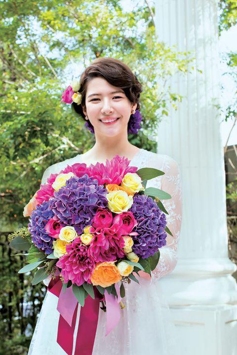 Petal, Smile, Bouquet, Flower, Happy, Pink, Facial expression, Cut flowers, Floristry, Flower Arranging,