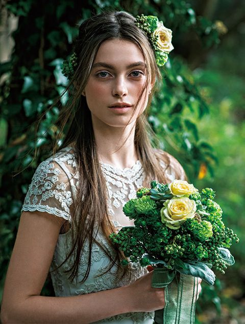 Hair, People in nature, Headpiece, Green, Beauty, Hairstyle, Flower, Hair accessory, Bouquet, Plant,