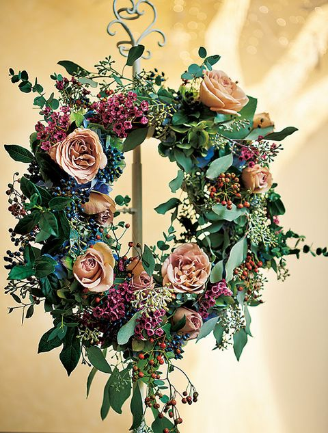 Flower Arranging, Floral design, Flower, Floristry, Christmas decoration, Plant, Bouquet, Cut flowers, Wreath, Rose,