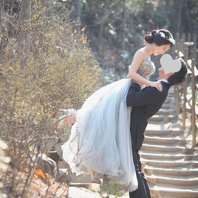 Wedding dress, Photograph, Bride, Dress, Gown, Bridal clothing, Clothing, Beauty, Shoulder, Wedding,