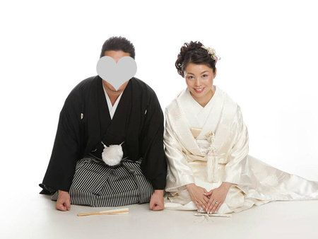 Sleeve, Textile, Sitting, Wrap, Kneeling, Pattern,