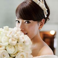Hair, Headpiece, Hairstyle, Bride, Skin, Hair accessory, Beauty, Bouquet, Dress, Flower,
