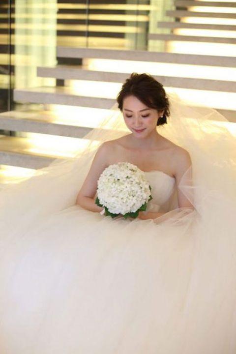 Bride, Photograph, Dress, Wedding dress, White, Gown, Bridal clothing, Bouquet, Wedding, Ceremony,