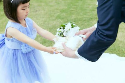 Clothing, Finger, Petal, Trousers, Dress, Photograph, Bouquet, People in nature, Cut flowers, Bangs,
