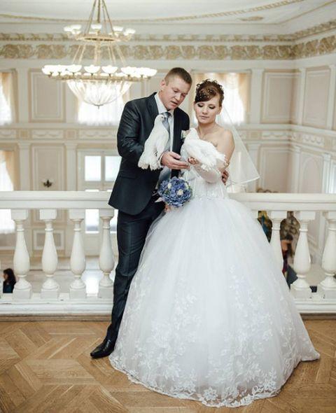Gown, Wedding dress, Bride, Dress, Photograph, Bridal clothing, White, Clothing, Shoulder, Formal wear,