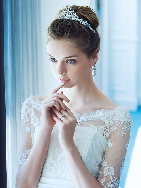 Clothing, Hairstyle, Skin, Shoulder, Eyelash, Bridal accessory, Hair accessory, Bridal clothing, Dress, Style,