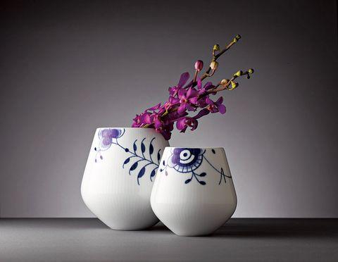 Flowerpot, Flower, Purple, Lavender, Violet, Still life photography, Vase, Artifact, Cut flowers, Magenta,