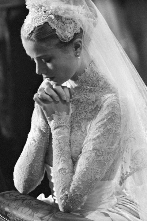Bridal veil, Veil, Photograph, Bridal accessory, Headpiece, Wedding dress, Dress, Gown, Bride, Hair accessory,