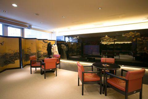 Room, Interior design, Building, Property, Architecture, Furniture, Restaurant, House, Floor, Table,