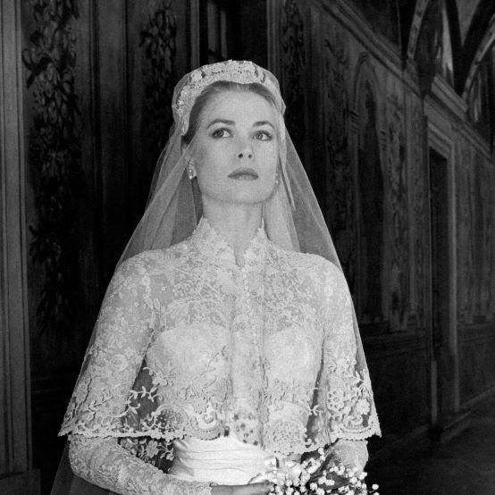 Veil, Bridal veil, Bridal accessory, Wedding dress, Photograph, Clothing, Headpiece, Dress, Bridal clothing, Bride,