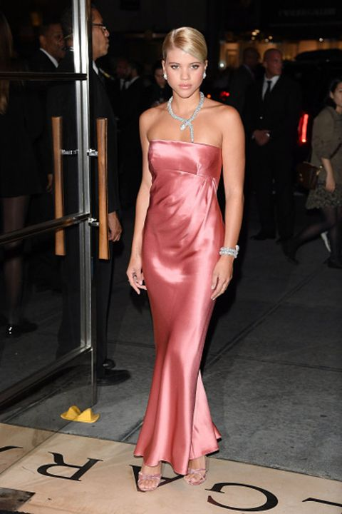 Fashion model, Hair, Clothing, Dress, Fashion, Shoulder, Pink, Hairstyle, Gown, Haute couture,