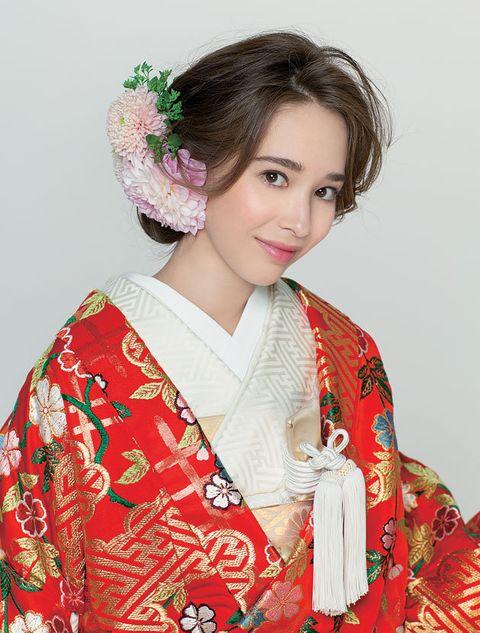 Hair, Kimono, Clothing, Hairstyle, Costume, Shimada, Tradition, Fashion accessory, Makeover, Sakko,