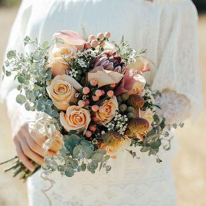 Bouquet, Flower, Flower Arranging, Photograph, Floristry, Cut flowers, Garden roses, Floral design, Plant, Rose,