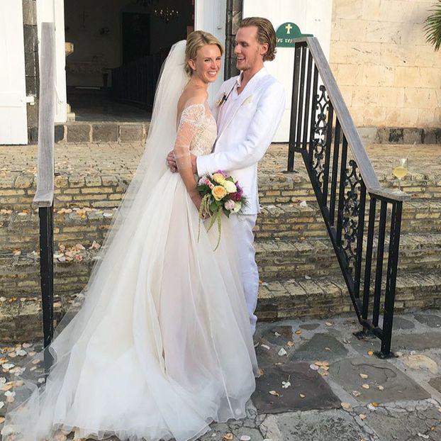 Wedding dress, Bride, Gown, Dress, Photograph, Bridal clothing, White, Clothing, Bridal accessory, Bridal veil,