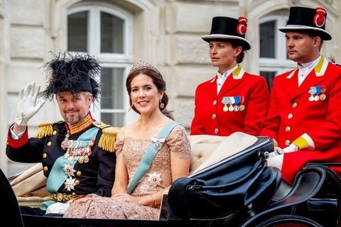 Uniform, Event, Military uniform, Monarchy, Costume, Ceremony, Tradition,