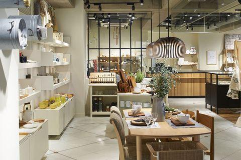 Interior design, Room, Building, Lighting, Furniture, Table, Ceiling, Restaurant, Design, Architecture,