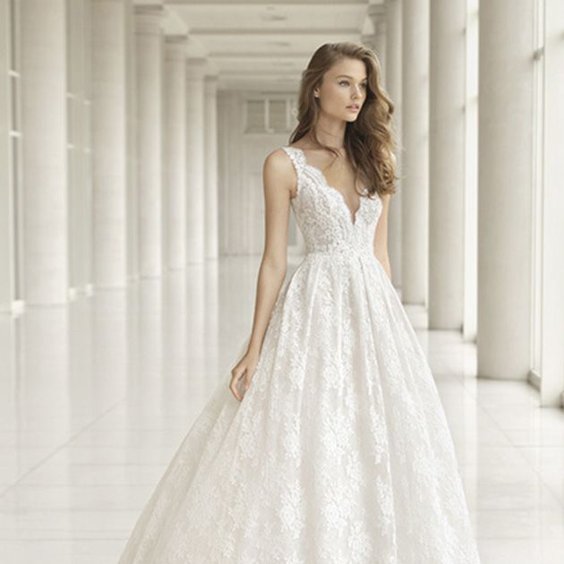 Gown, Wedding dress, Clothing, Dress, Fashion model, Bridal party dress, Bridal clothing, Shoulder, A-line, Haute couture,
