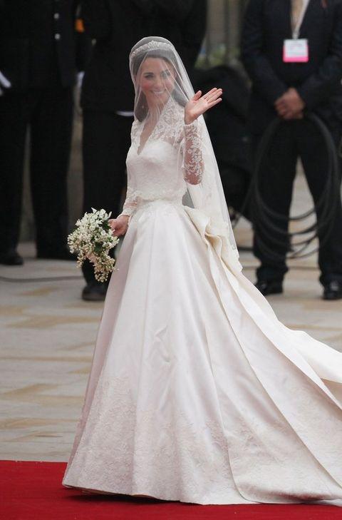 Gown, Wedding dress, Dress, Clothing, Bridal clothing, Bride, Bridal accessory, Veil, Fashion, Tradition,