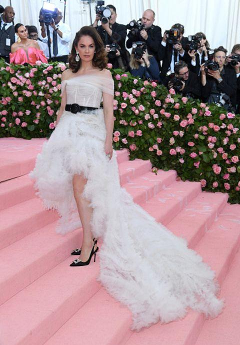Gown, Dress, Clothing, Pink, Wedding dress, Red carpet, Carpet, Bridal clothing, Bride, Flooring,