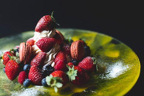 Strawberry, Strawberries, Food, Pavlova, Sweetness, Fruit, Dish, Cuisine, Berry, Plant,