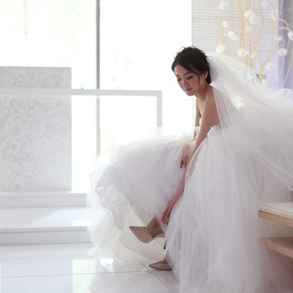 Photograph, White, Dress, Wedding dress, Bridal accessory, Bride, Bridal veil, Gown, Bridal clothing, Skin,