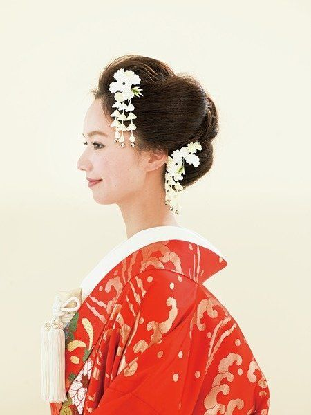 Hairstyle, Sleeve, Style, Hair accessory, Headgear, Fashion, Bun, Headpiece, Costume, Artificial flower,