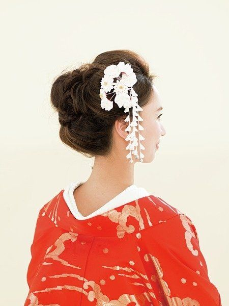 Hairstyle, Hair accessory, Style, Headgear, Headpiece, Art, Artificial flower, Day dress, Portrait, Embellishment,