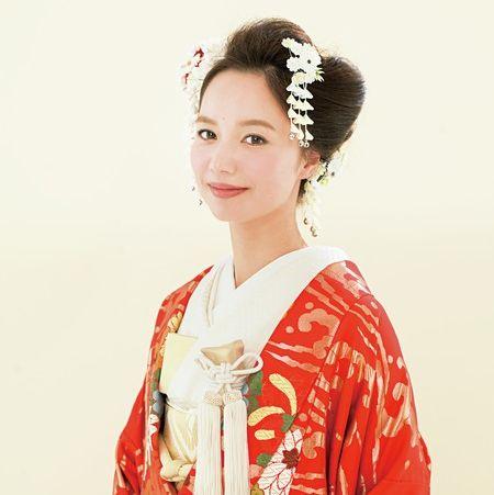 <花嫁ヘア>つまみかんざしを華やかにあしらった日本髪風ヘア