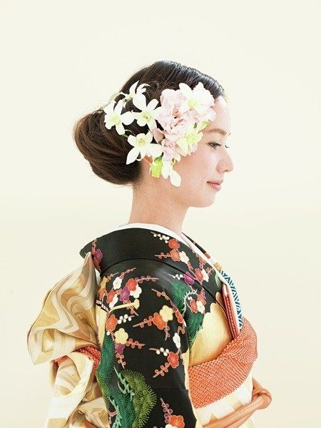 Hairstyle, Hair accessory, Style, Petal, Headgear, Headpiece, Fashion, Artificial flower, Costume, Kimono,