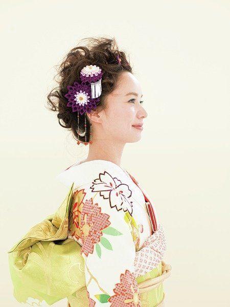 Hairstyle, Sleeve, Style, Fashion, Beauty, Hair accessory, Costume, Kimono, Day dress, Bun,